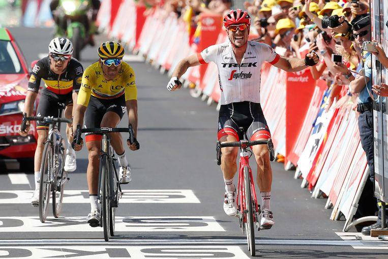 John Degenkolb viert zijn overwinning tijdens de negende etappe van de Tour de France tussen Arras en Roubaix.  Beeld ANP