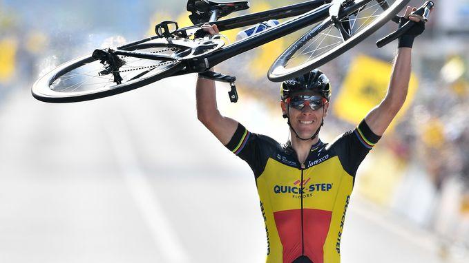 """Gilbert in extase: """"Ik win, maar dit is een overwinning van de ploeg"""""""