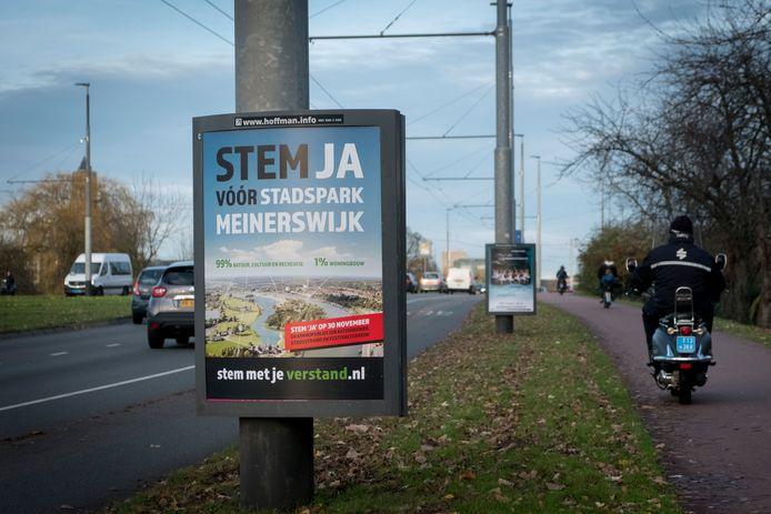 Reclameborden voor het referendum over Meinerswijk op archiefbeeld, foto ter illustratie.