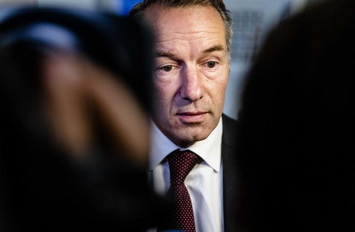 Wybren van Haga nadat hij net uit de VVD-fractie is gezet vanwege vanwege ophef over over zijn zakelijke activiteiten