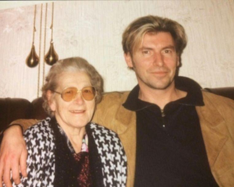 Flora Vercammen, hier samen met Paul Michiels, stelde haar kot ter beschikking van Radio Apollo