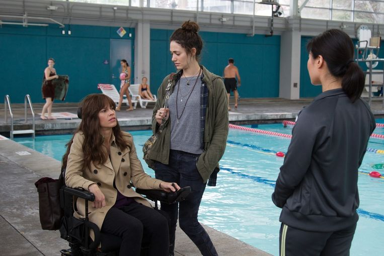 Hilary Swank en Emmy Rossum in You're not you. Beeld Alan Markfield