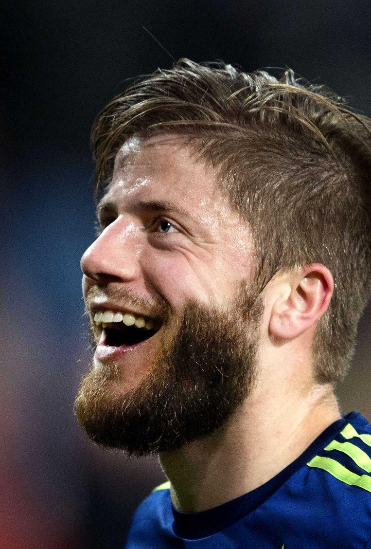 Ajacied Lasse Schöne na de zege op PSV. Beeld anp