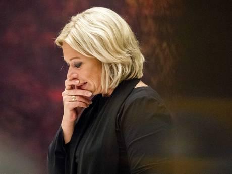 Val Defensie-minister Hennis betekende redding van Rutte III