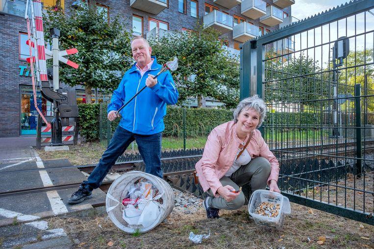 Dirk Groot (de zwerfinator) en Bernadette Hakken (het Peukenmeisje). Beeld Patrick Post