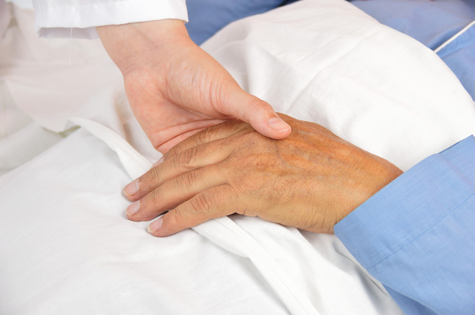 De meeste mensen zijn tevreden over de service van hun zorgverzekeraar.