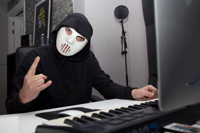 Angerfist bij hem thuis in de studio