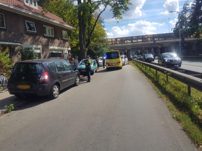 Botsing tussen auto en fietser op parallelweg Amersfoortseweg N227 in Maarn.