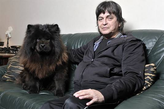 Chowchow Nando en baasje Arno Hubert ontsnapten nog maar net aan een wisse dood