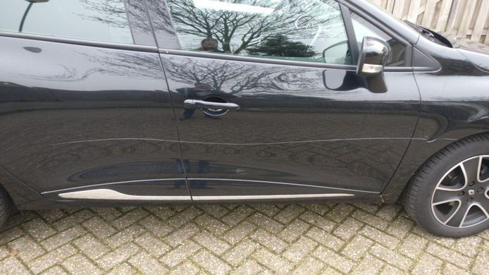 Zeker tien auto's zijn bekrast in Veenendaal.