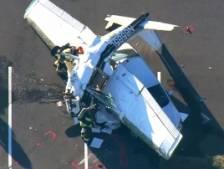 Son avion s'écrase sur une voiture, le pilote survit miraculeusement