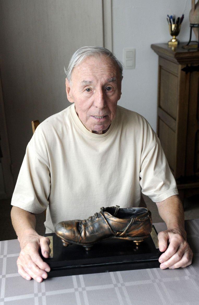 Rik Coppens pronkt met de allereerste Gouden Schoen.
