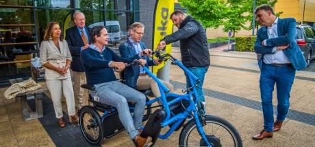 Op de duofiets langs vijftig hotspots in Enschede