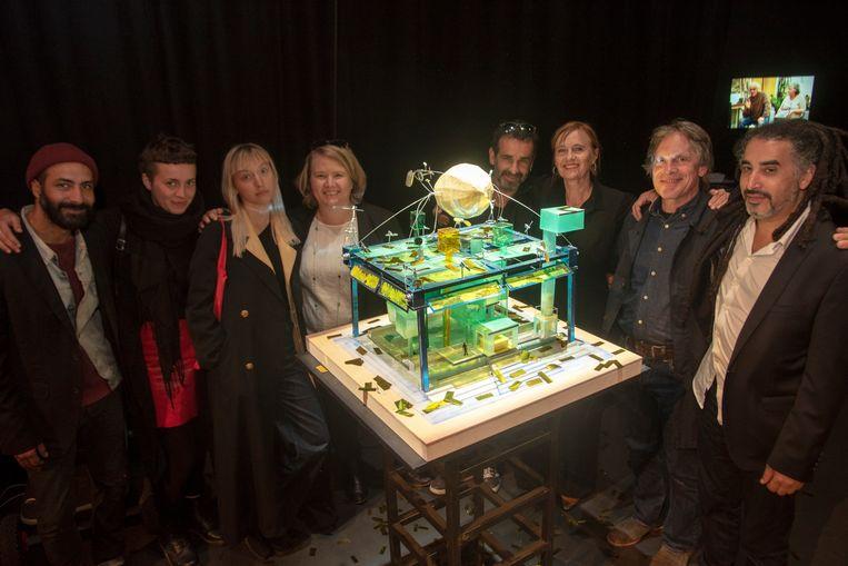 Theatermaker Chokri Ben Chikha en het artisitiek team met onder meer broer Zouzou Ben Chikha en actrice Marijke Pinoy