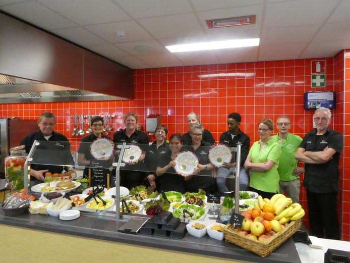 De vier locaties van Landstede en de locatie van ROC Menso Alting kregen vandaag van het Voedingscentrum een gouden Schoolkantine Schaal voor hun gezonde kantine voor zowel scholieren als medewerkers.