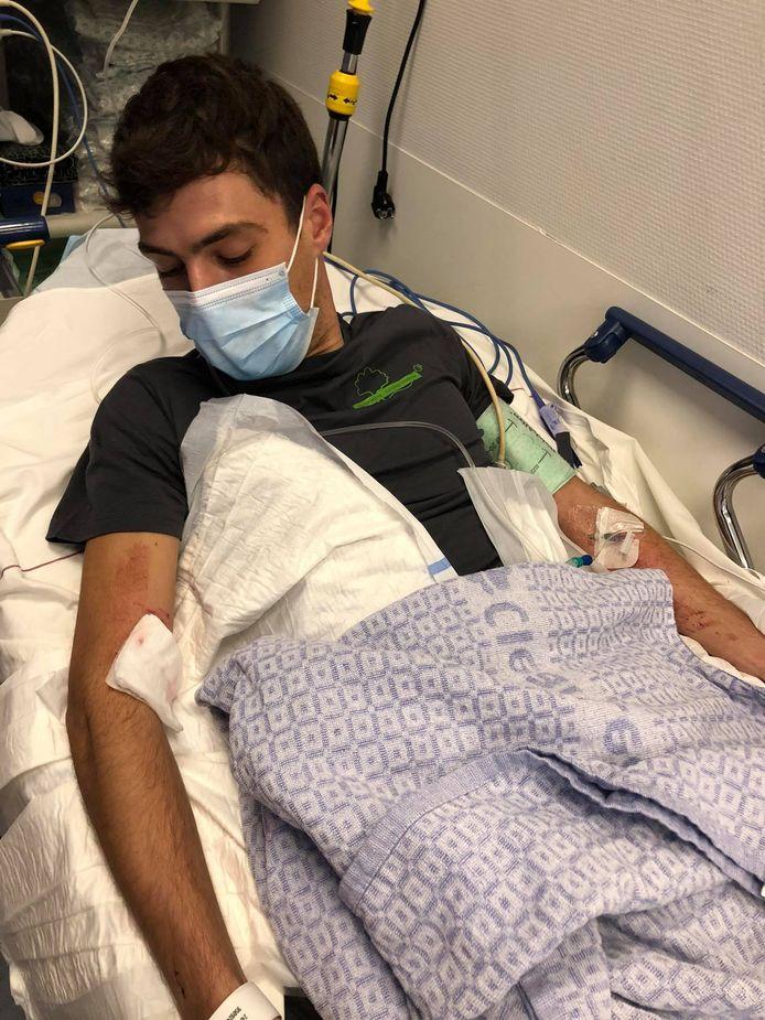 """""""Ik werd zo hard toegetakeld, dat mijn arm moest worden geopereerd"""", vertelt het slachtoffer."""