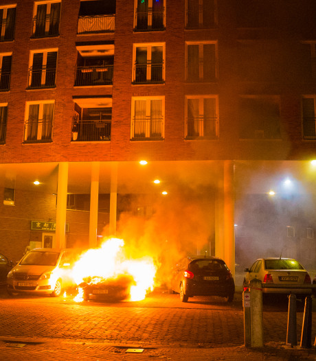 Gemist? Opnieuw autobrand in Deventer en hardere aanpak illegale zendamateurs