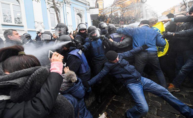 Rellen in de straten van Kiev na de arrestatie van Saakasjvili Beeld afp