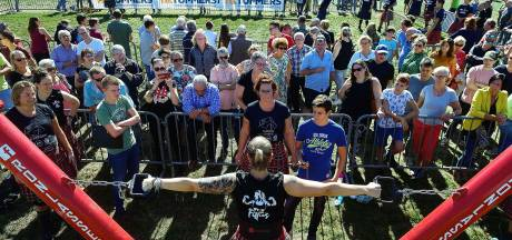 Massale belangstelling voor spierbundels bij Highland Games