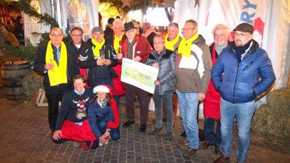 Rotary schenkt dikke cheque aan vzw Kinderland