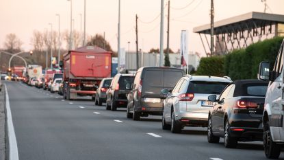 Gedaan met 'hoekje afsnijden' aan kruispunt De Vogelzang: gemeentebestuur van Zingem weert sluipverkeer uit zijstraten van N60 in Ouwegem