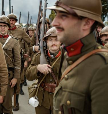 """""""Voeten nat, kont nat"""": 130 mensen herdenken eindoffensief Eerste Wereldoorlog met re-enactment"""