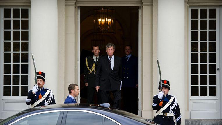 Ivo Opstelten verlaat paleis Noordeinde na een gesprek met Koninging Beatrix, Later zou hij minister worden in het kabinet Rutte I. Beeld ANP