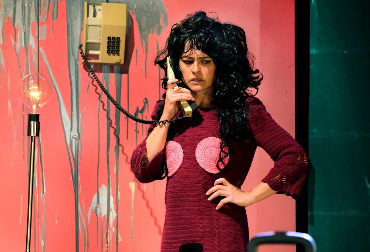 De momenten van telefonische helpdeskterreur waaronder vrouwen te lijden hebben zijn best grappig.  Beeld Jean van Lingen