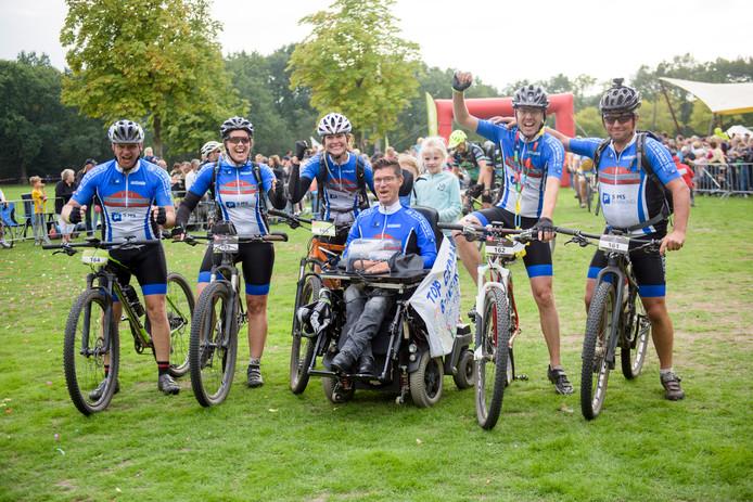 EINDHOVEN - Team B-Inspired (vlnr): Johan van Bakel, Joyce Sanders, Floor Peels, Bart van Riet, Harry de Beijer en Dré van de Boogaard.