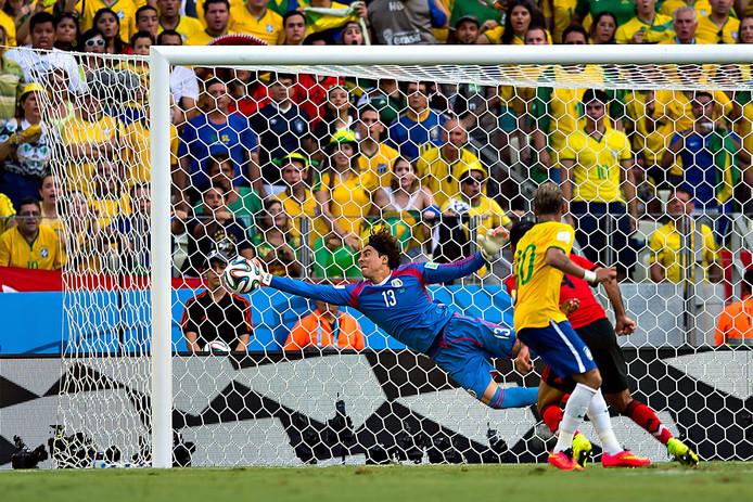 De Mexicaanse keeper Guillermo Ochoa hield zijn doel schoon tegen Brazilië.