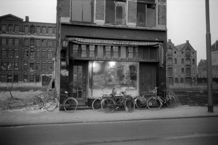 Winkel van Sal Meijer, ca. 1965 Beeld Ed van der Elsken