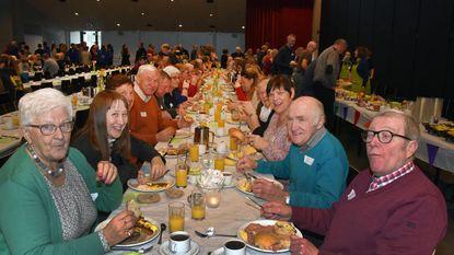 Gemeente bedankt vrijwilligers met rijkelijk ontbijt