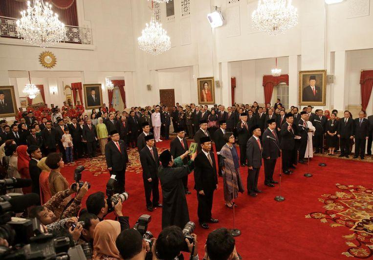 Het nieuwe kabinet tijdens de officiële inwijding. Beeld ap