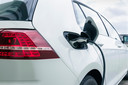 Je elektrische auto opladen aan een lantaarnpaal? Eindhoven bekijkt of dat mogelijk is.