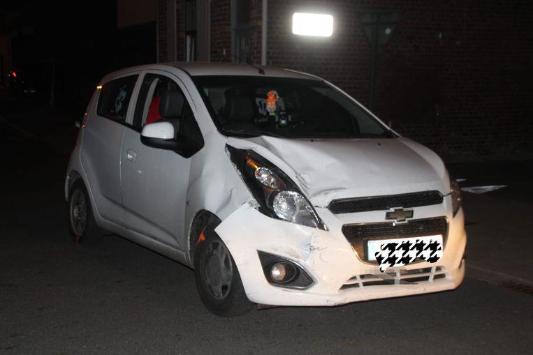 De wagen van de 22-jarige bestuurster liep zware schade op.