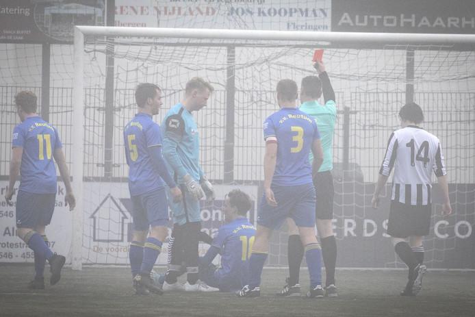 Het was zondagmiddag koud en mistig, ook bij de derby De Tukkers - Reutum.  De bezoekende ploeg won met 2-0.