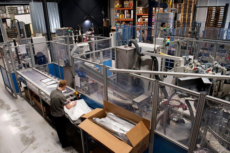 De fabriek van Keykeg, waar de gerecyclede plastic bierfusten worden geproduceerd.   Beeld Olaf Kraak