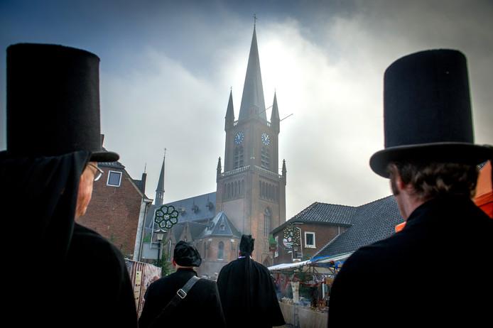 Een uitvaartgroep tijdens de Dickens Dag van 2014