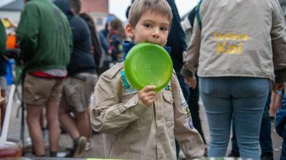 400 jongeren genieten van ontbijt in uniform op Dag van de Jeugdbeweging