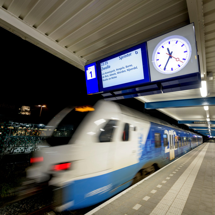 Daar gaat ie om 23.35 uur: de laatste trein uit Enschede