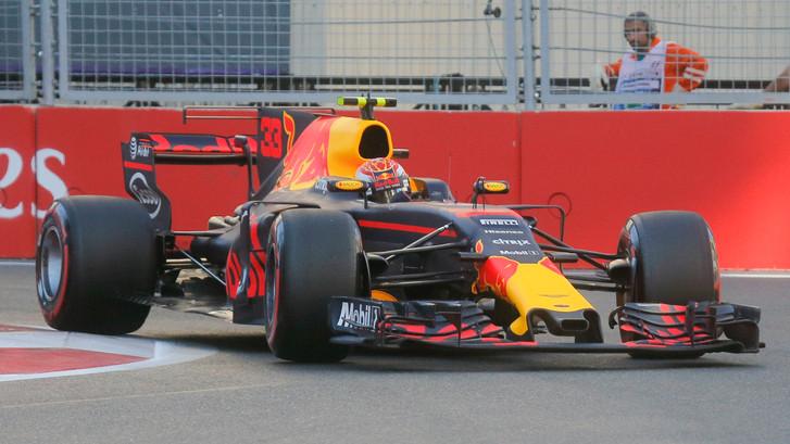 Verstappen achter Mercedes en Ferrari op P5 in kwalificatie Bakoe