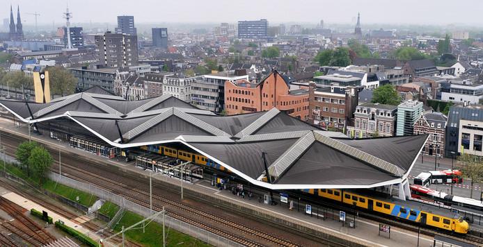 Tilburg Spoorlaan Het centraal station gezien vanaf de spoorzone/het voormalige terrein van de NS werkplaats