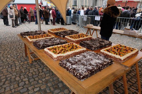 Dit jaar maakte een andere bakker tien verschillende, kleinere taarten.