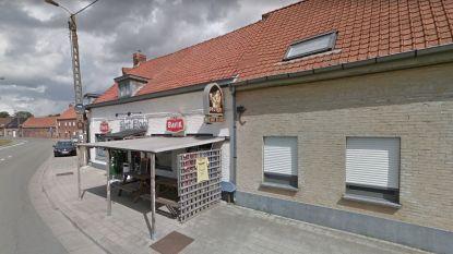 """Politie sluit twee geopende cafés in Kortrijk, uitbaatster ontkent: """"Het waren geen klanten, maar vrienden"""""""