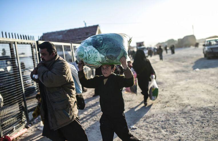 Syrische vluchtelingen bij de grens met Turkije. Beeld afp