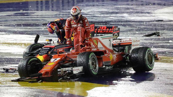 Voor Verstappen en Raikkonen zat de wedstrijd er wel heel snel op.