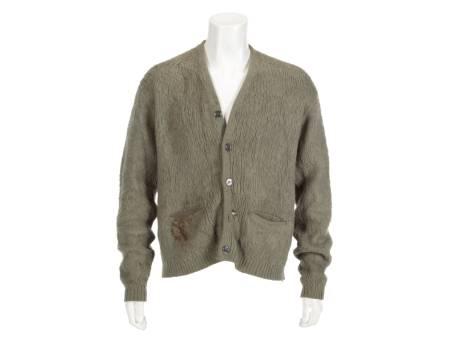 Un gilet en laine de Kurt Cobain aux enchères (trou de cigarette compris)