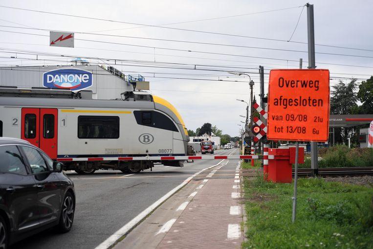 De spooroverweg aan de Danone in Rotselaar sluit dit weekend.