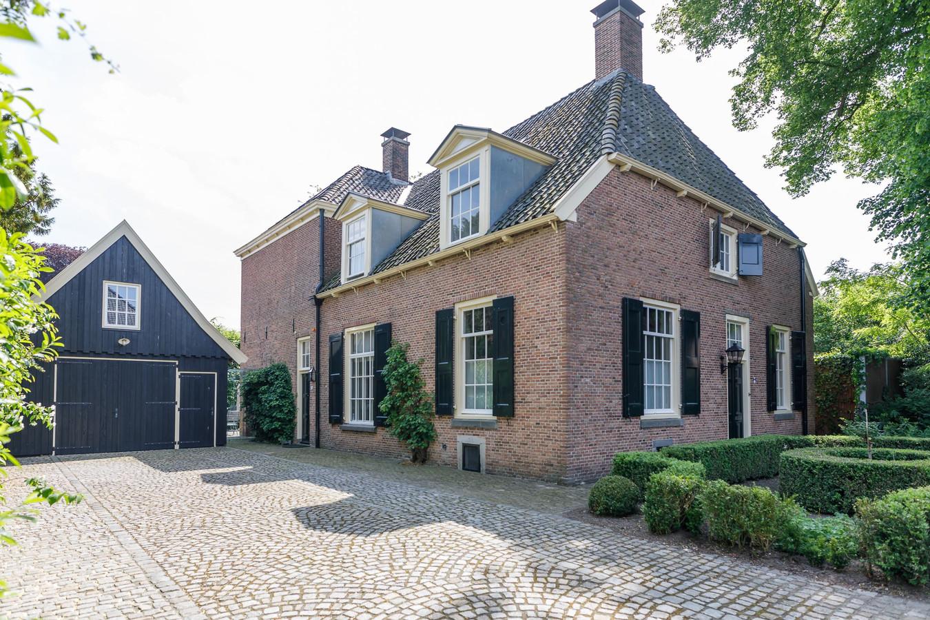 De historische en monumentale pastorie in Delden.