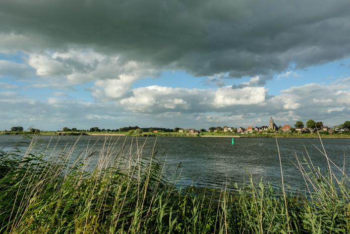 Wilsum, gezien vanaf de IJssel.